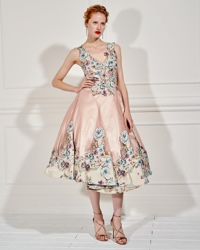 0a5e0ba3723 Βραδινό μακρύ φόρεμα από τούλι με απλικέ λουλούδια