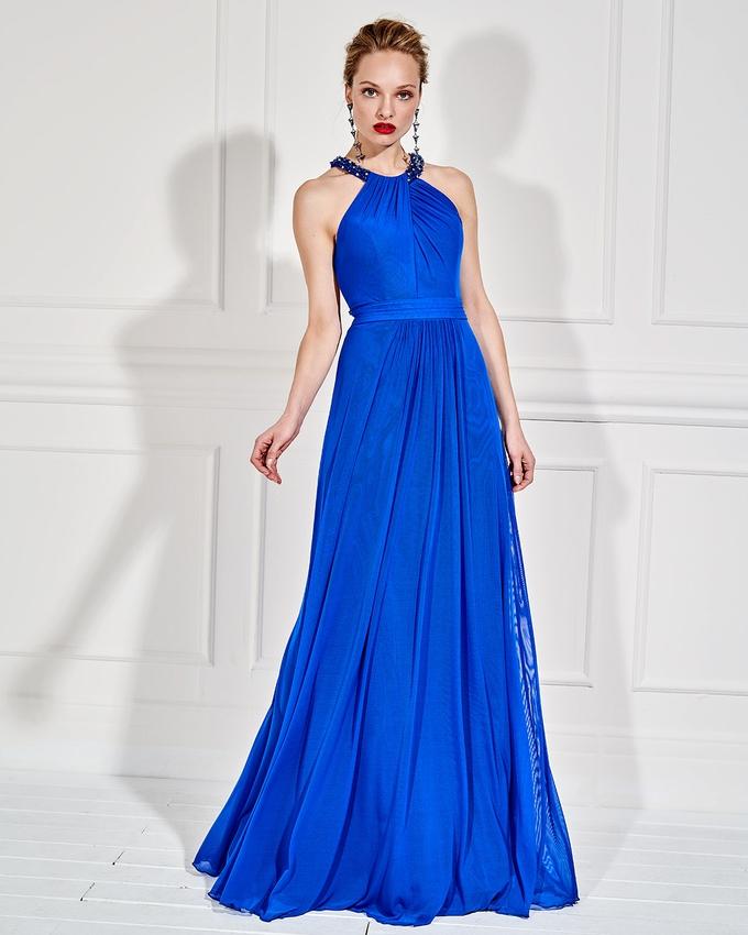 c1e136ec2a2e Βραδινό μακρύ φόρεμα με κέντημα στην πλάτη