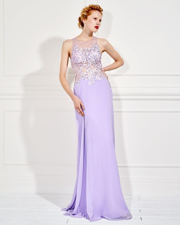 89772b017afb Βραδινό μακρύ φόρεμα με τούλινο και κεντημένο μπούστο