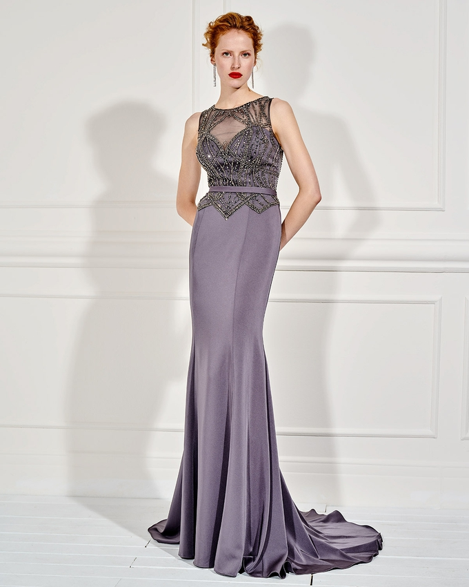 652db2ce9720 Βραδινό μακρύ φόρεμα με ολοκέντητο μπούστο και λεπτή ζώνη
