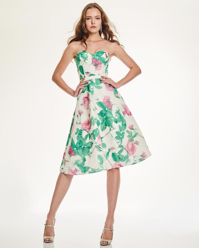 c3626005c3d7 Κοκτέιλ κοντό στράπλες φόρεμα εμπριμέ