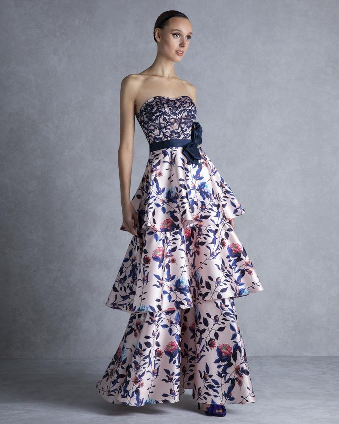 ebea94f7d6be Φόρεμα στράπλες εμπριμέ με βολάν