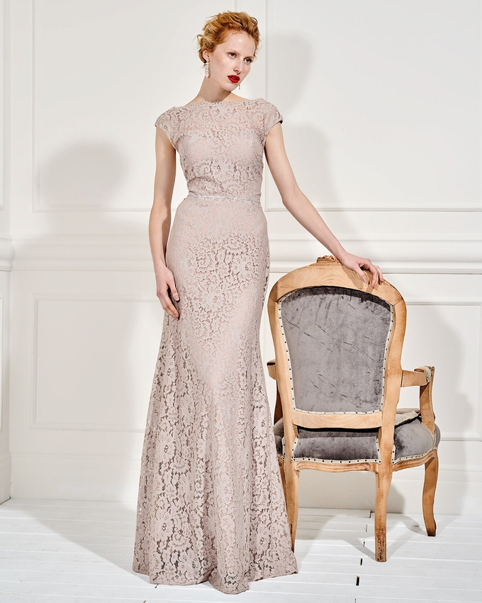 26b9d9bbb0f9 Βραδινό μακρύ φόρεμα με δαντέλα και ζωνάκι