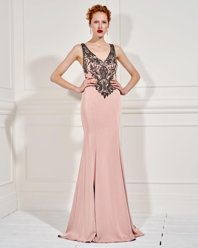 2c8ad4538c4c Βραδινό φόρεμα μακρύ με ολοκέντητο τοπ και τούλι στην πλάτη