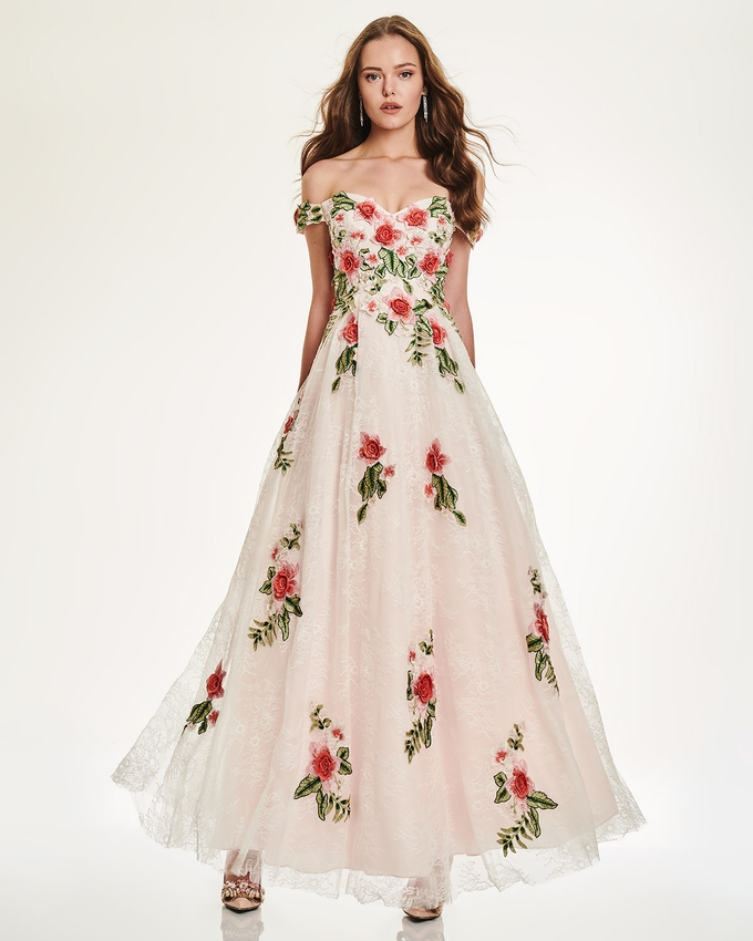 78477ed0ed41 Φόρεμα μακρύ δαντέλα με απλικέ λουλούδια