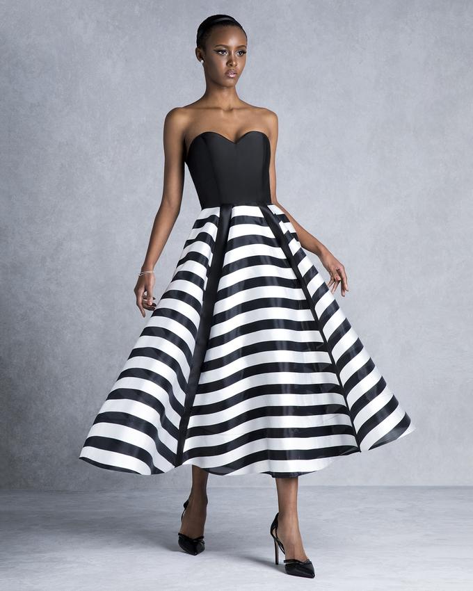 70a9564e39b Βραδινό φόρεμα στράπλες ριγέ ασπρόμαυρο