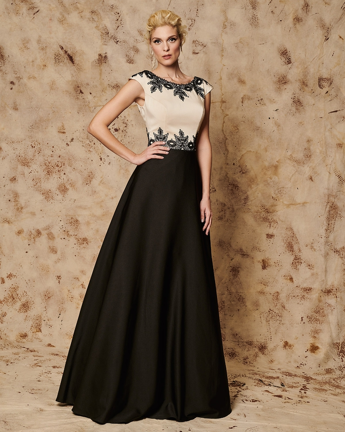 Long evening dress with lace details on the bust