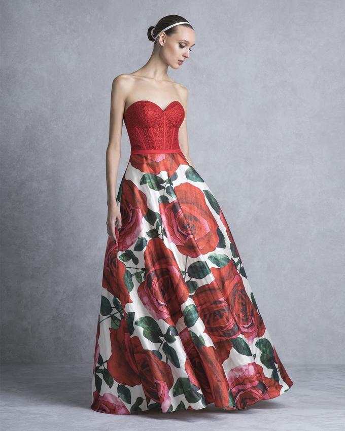 cb78d37fa374 Κοκτέιλ φόρεμα στράπλες με δαντελένιο μπούστο και εμπριμέ φούστα