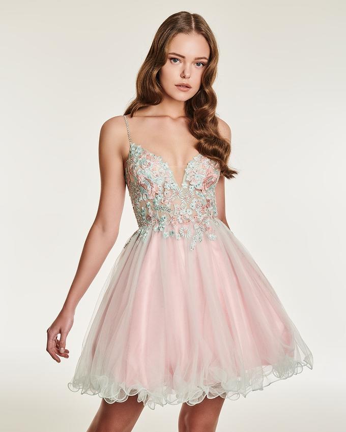 6e52e4b2f04b Φόρεμα κοντό με δαντέλα και κέντημα στο μπούστο