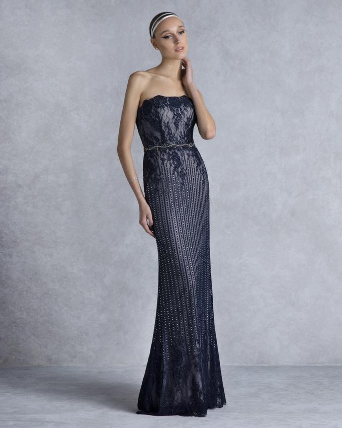 f0c55ec082f3 Βραδινό φόρεμα μακρύ στράπλες με δαντέλα και στρας σε ίσια γραμμή