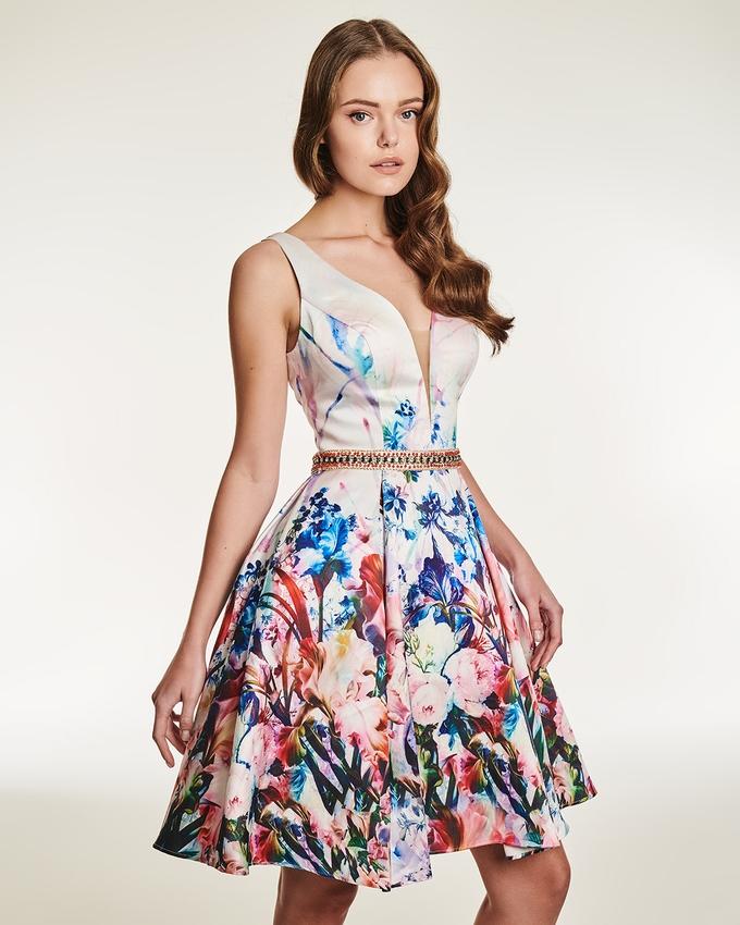 3edf40635df2 Κοκτέιλ φόρεμα με φλοράλ μοτίβο και κέντημα στη μέση