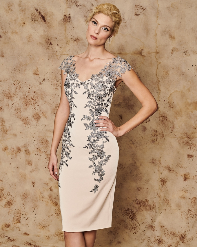 Short evening dress with lace appliqués