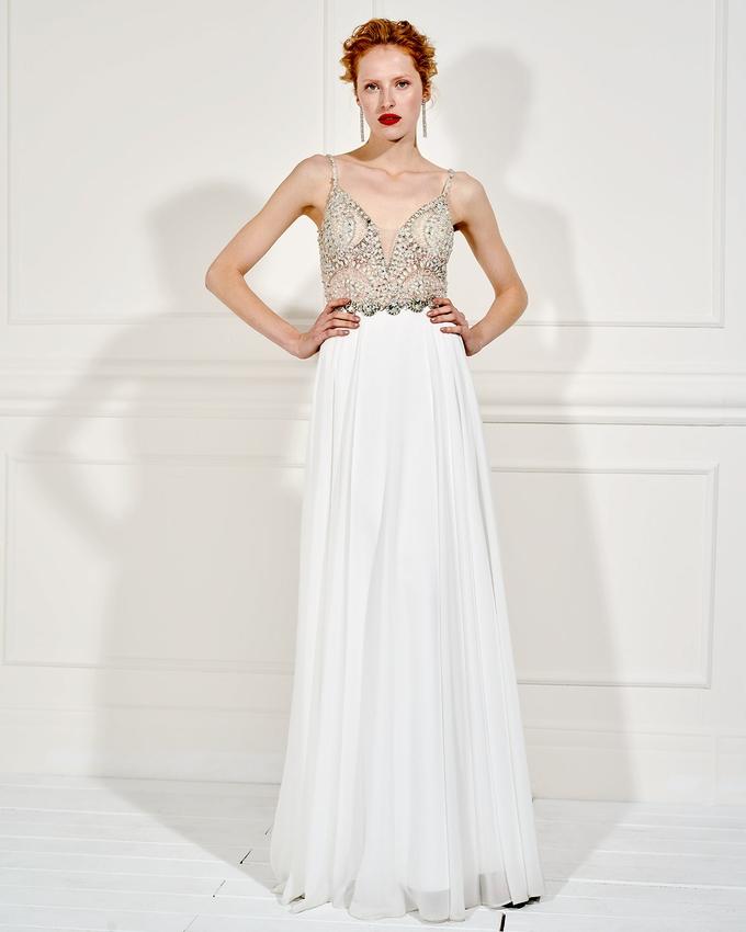 565f91c5b52b Βραδινό μακρύ φόρεμα με κεντημένο μπούστο