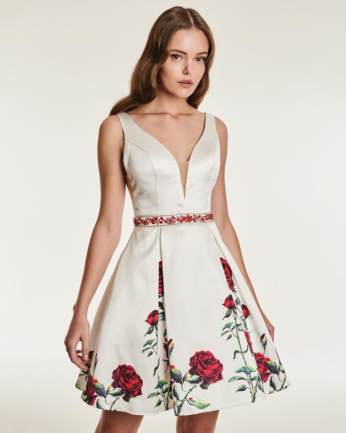 0308e3e6a6ae Κοκτέιλ φόρεμα με φλοράλ μοτίβο και κέντημα στη μέση