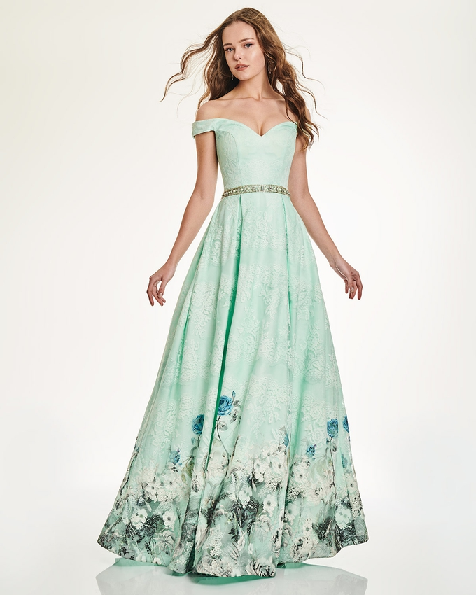 Long lace strapless dress with floral details and embroidery belt