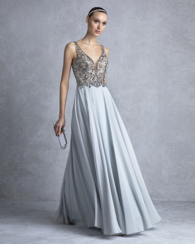 e63c58efc319 Βραδινό φόρεμα μακρύ με ολοκέντητο μπούστο και φούστα από μουσελίνα