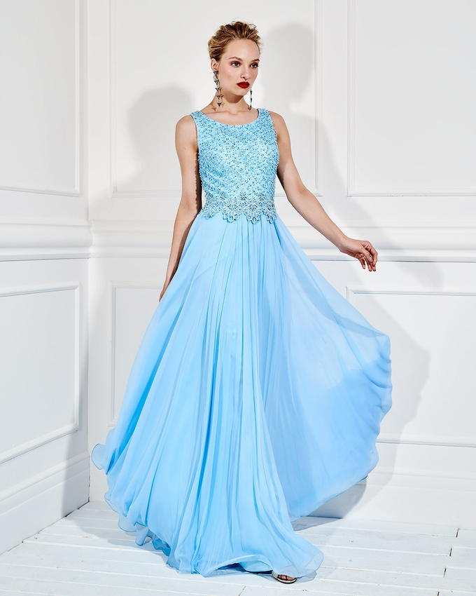 30f9789c42c Βραδινό μακρύ φόρεμα με ολοκέντητο μπούστο