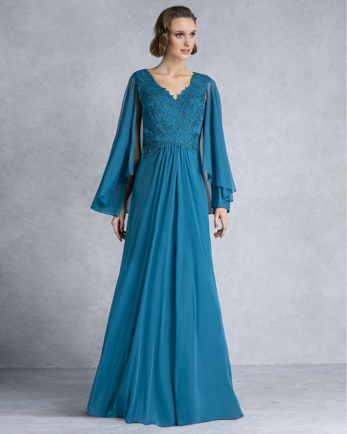Long evening dress with lace top and chifon sleeves