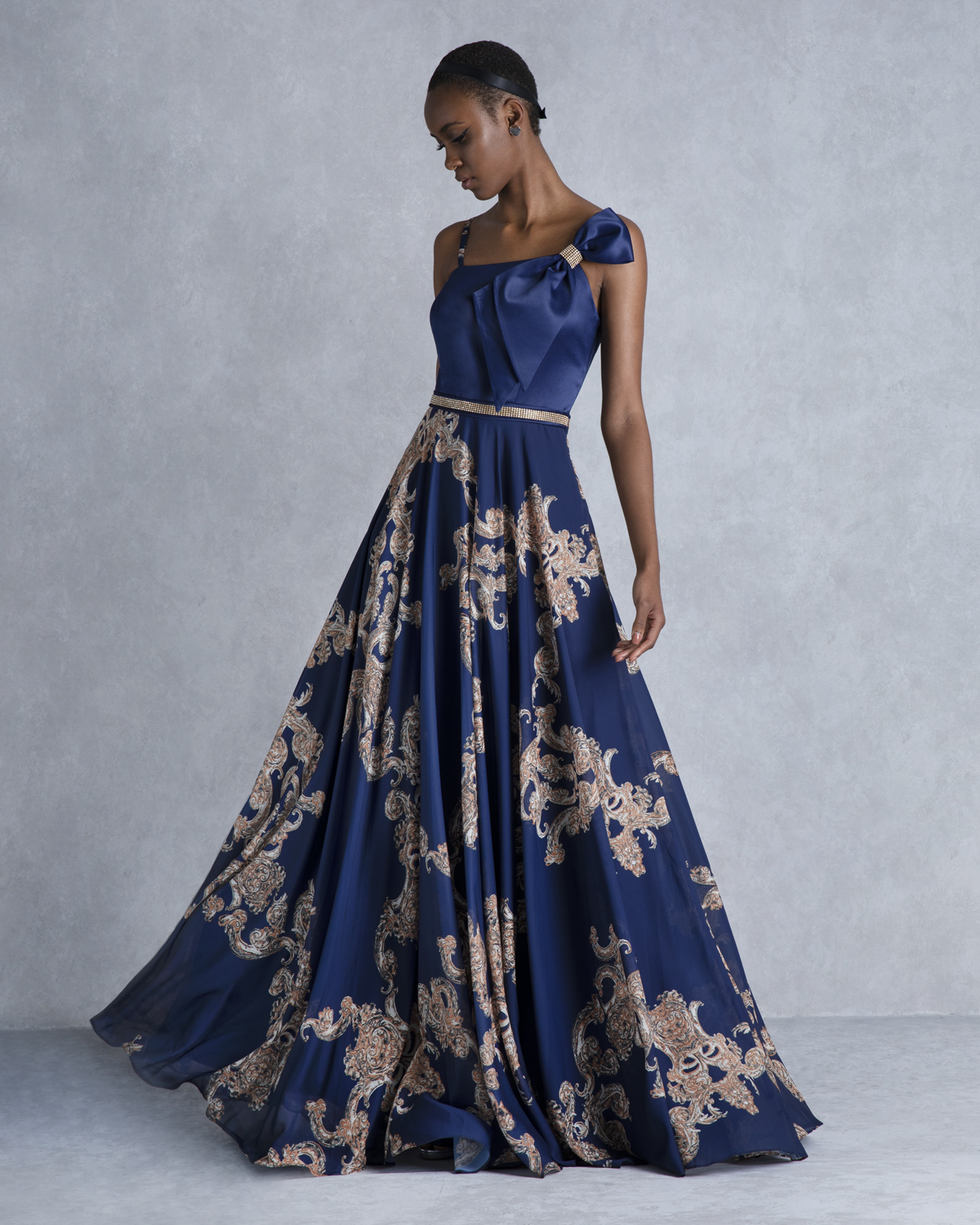 Evening Dresses / One shoulder printed evening dress with bow