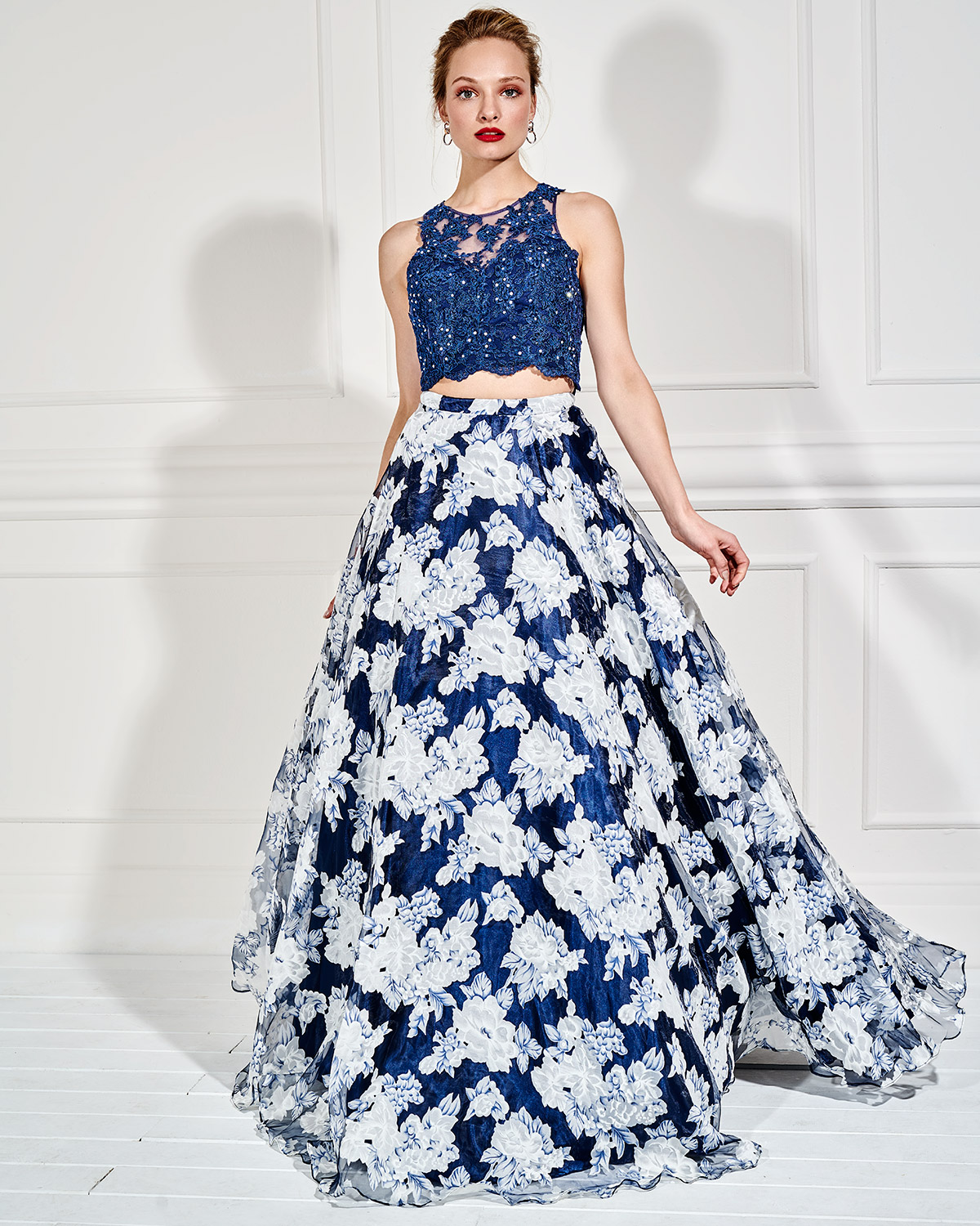 Evening Dresses / Long evening skirt with floral details and lace top