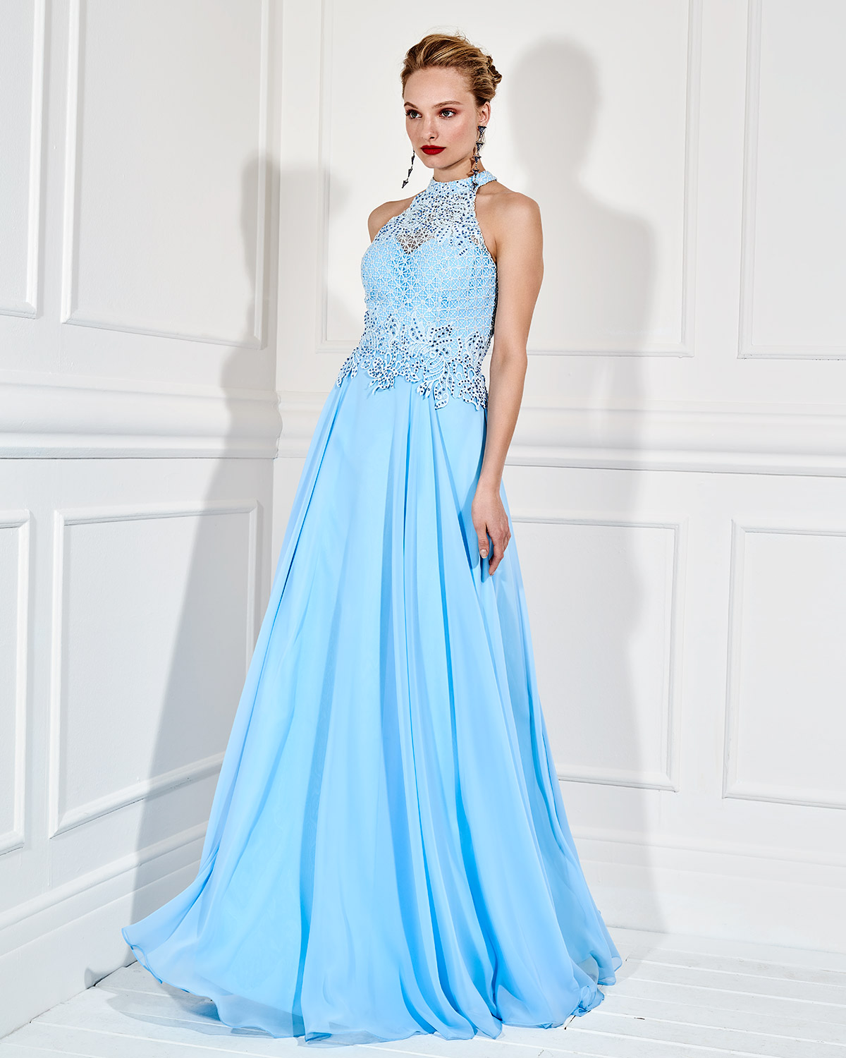 Evening Dresses / Long evening dress with beaded lace bust
