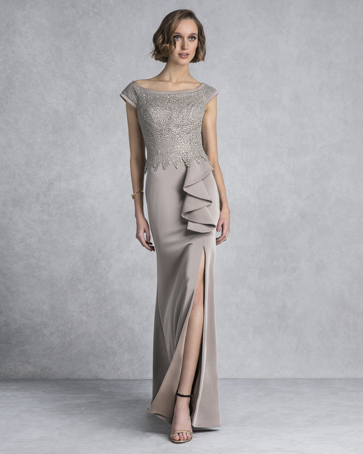 Classic Dresses / Long evening dress with lace and beading for the mother of the bride