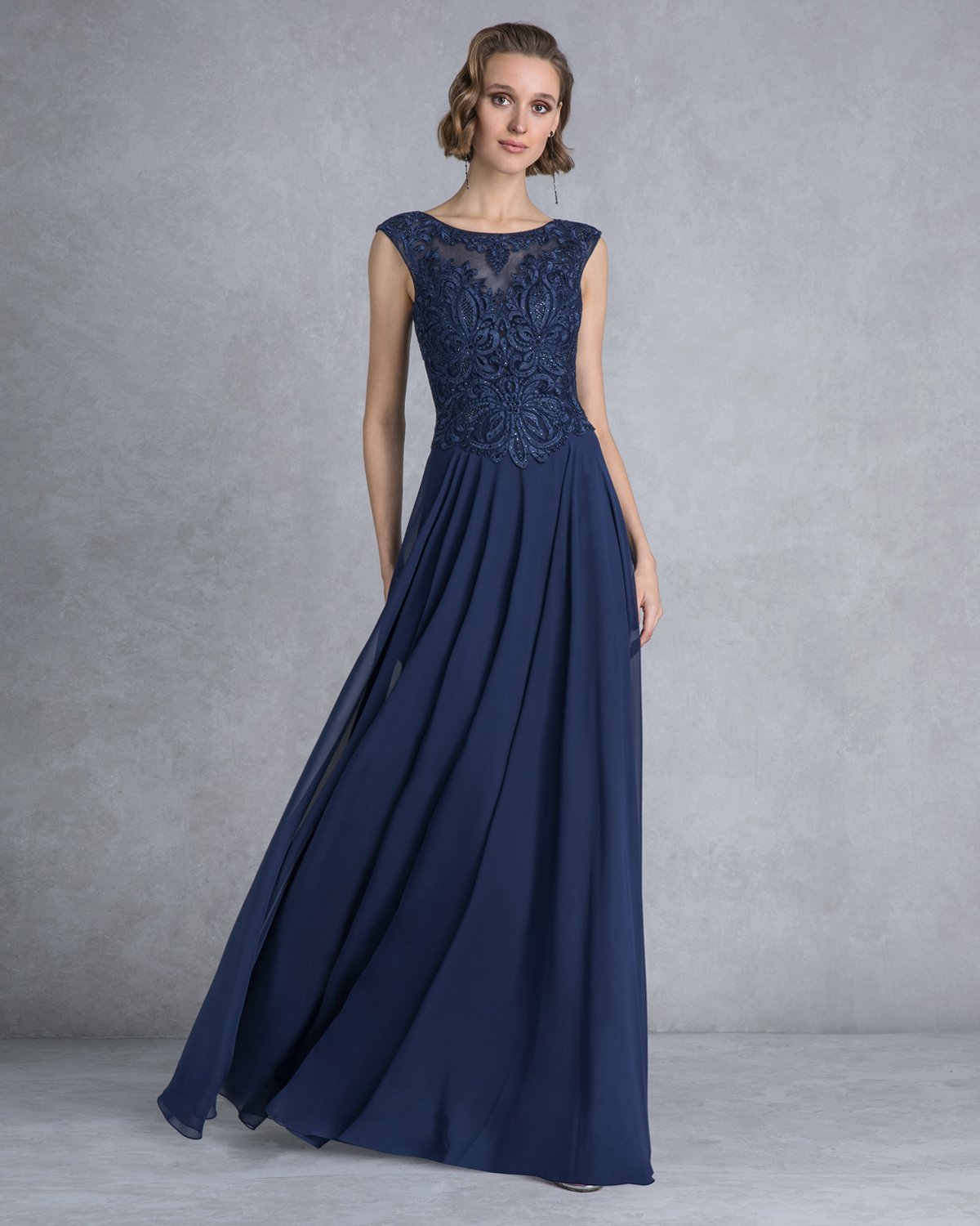 Evening Dresses / Long evening dress with lace top