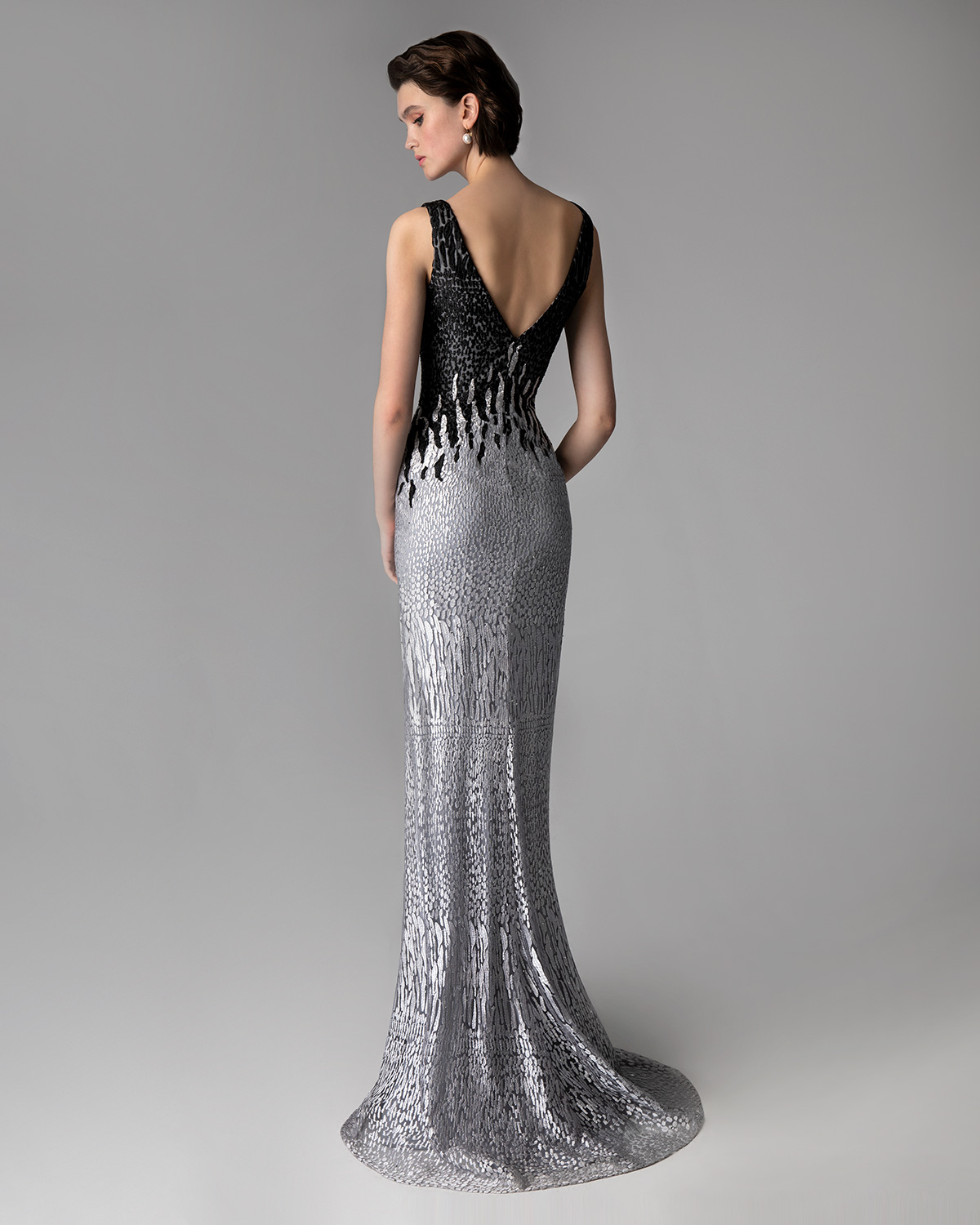 Classic Dresses / Long evening dress with lace and beading