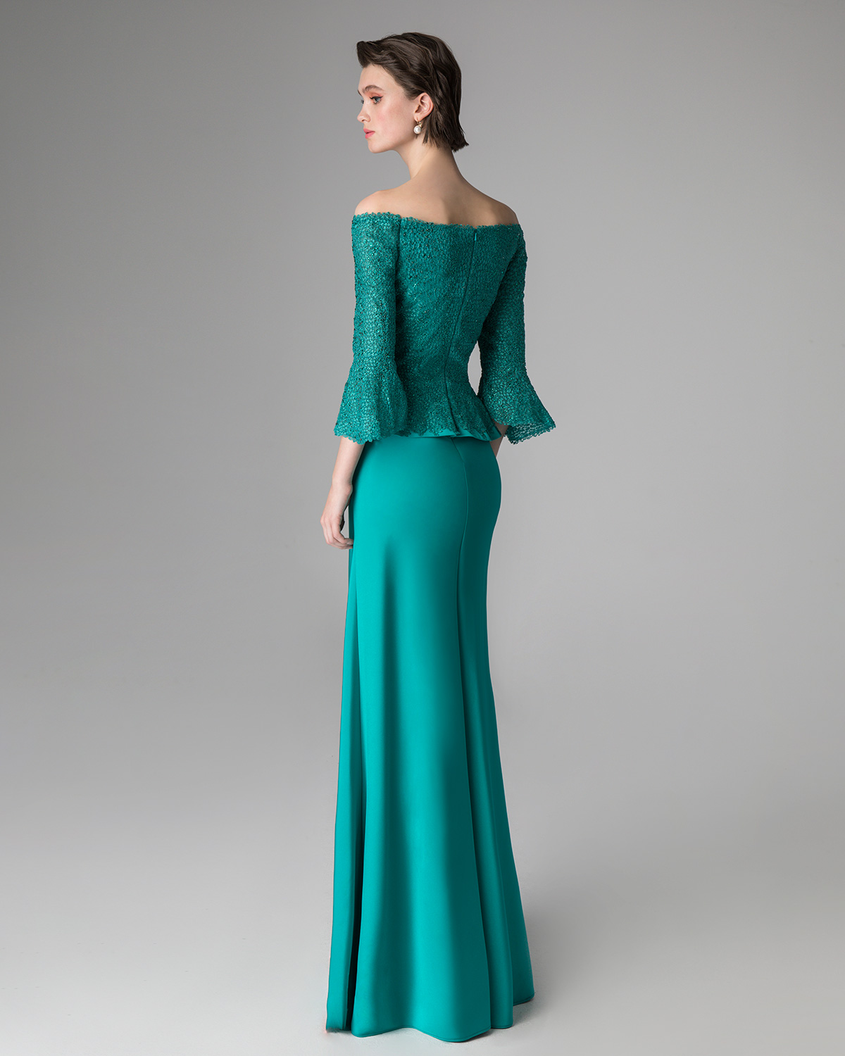 Classic Dresses / Long evening dress with lace top and long sleeves