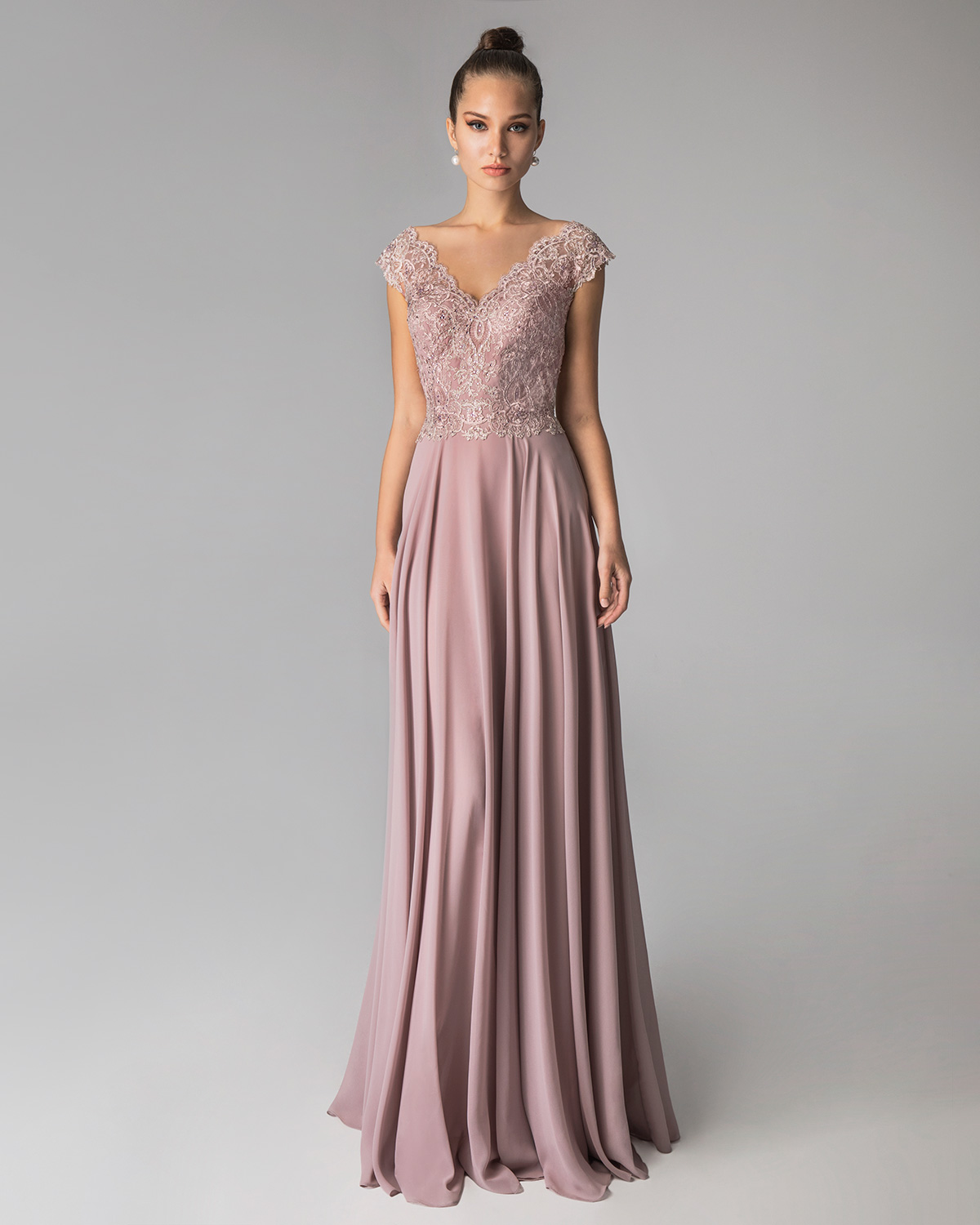 Classic Dresses / Long evening dress with beaded top