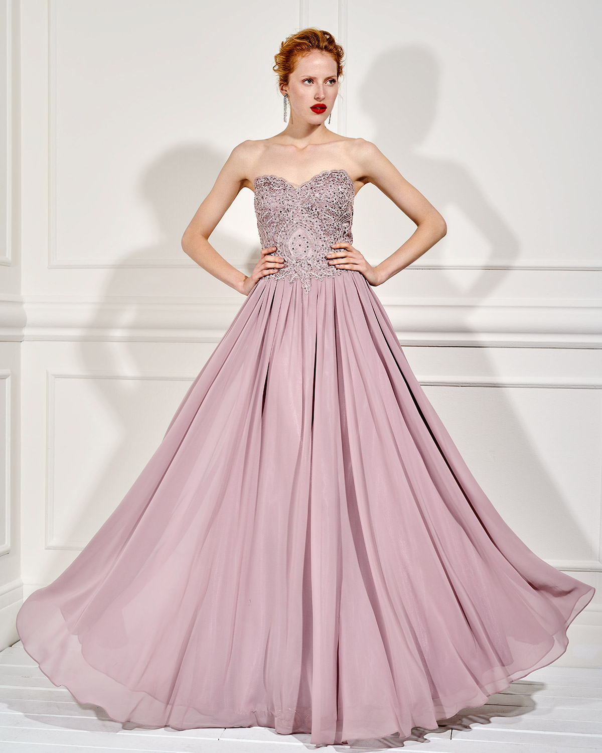 Evening Dresses / Long evening strapless dress with beaded bust
