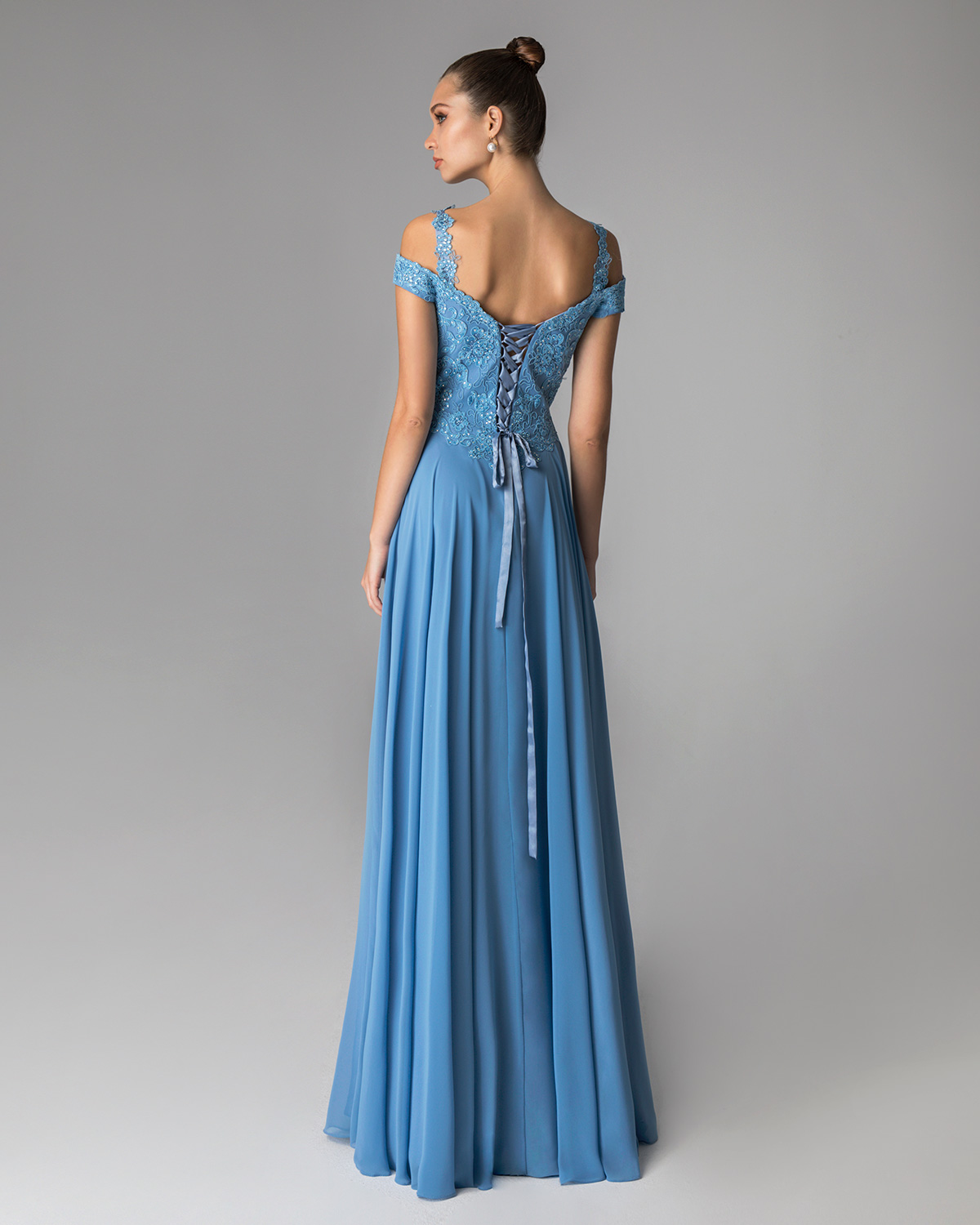 Classic Dresses / Long evening dress with applique lace and beaded top