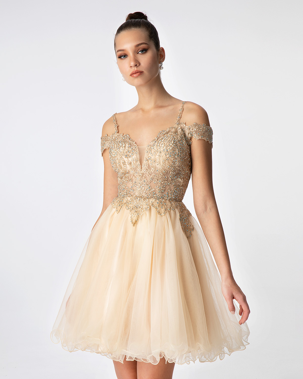 Cocktail Dresses / Cocktail short tulle dress with beaded top