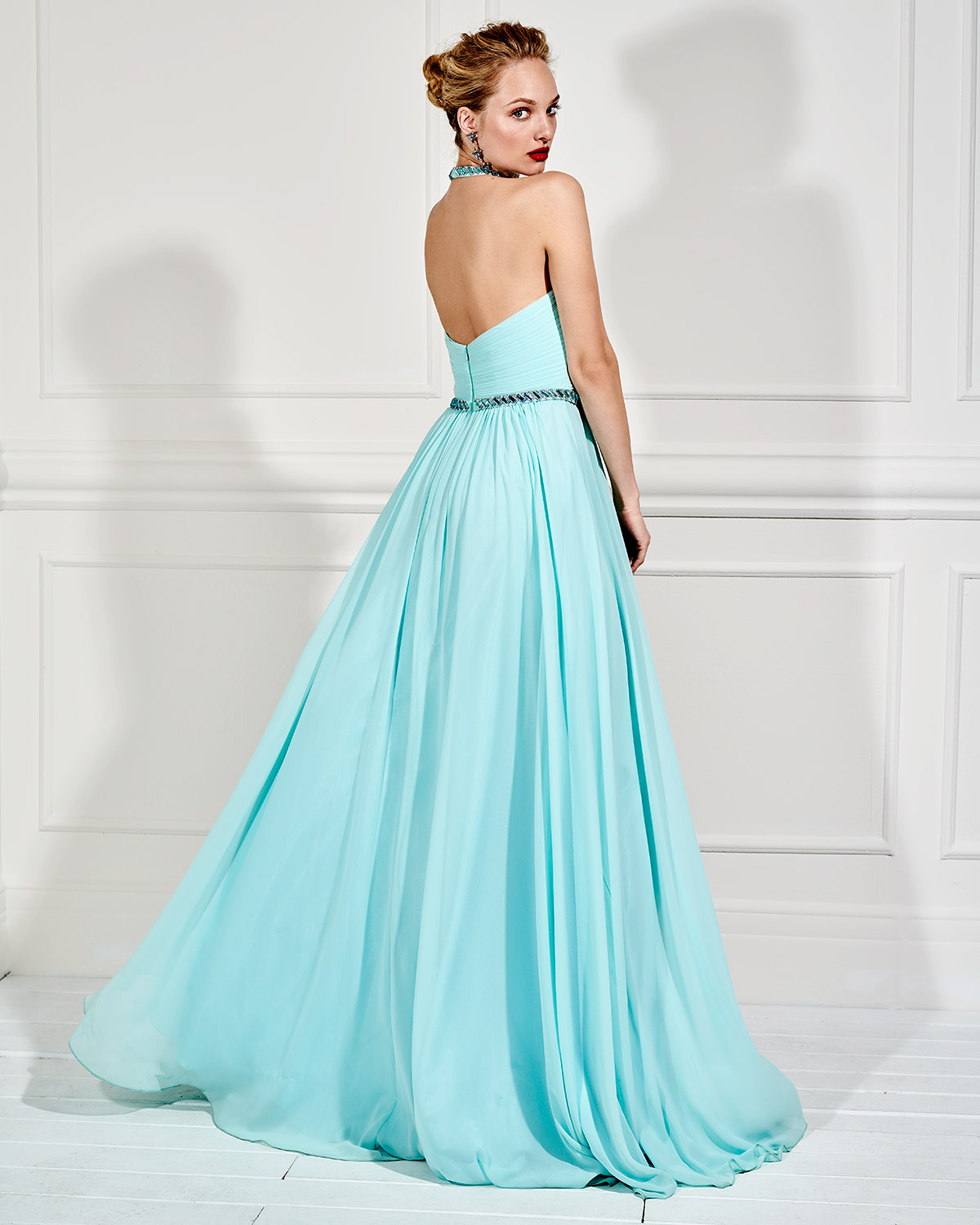 Evening Dresses / Long evening dress with beading and open back