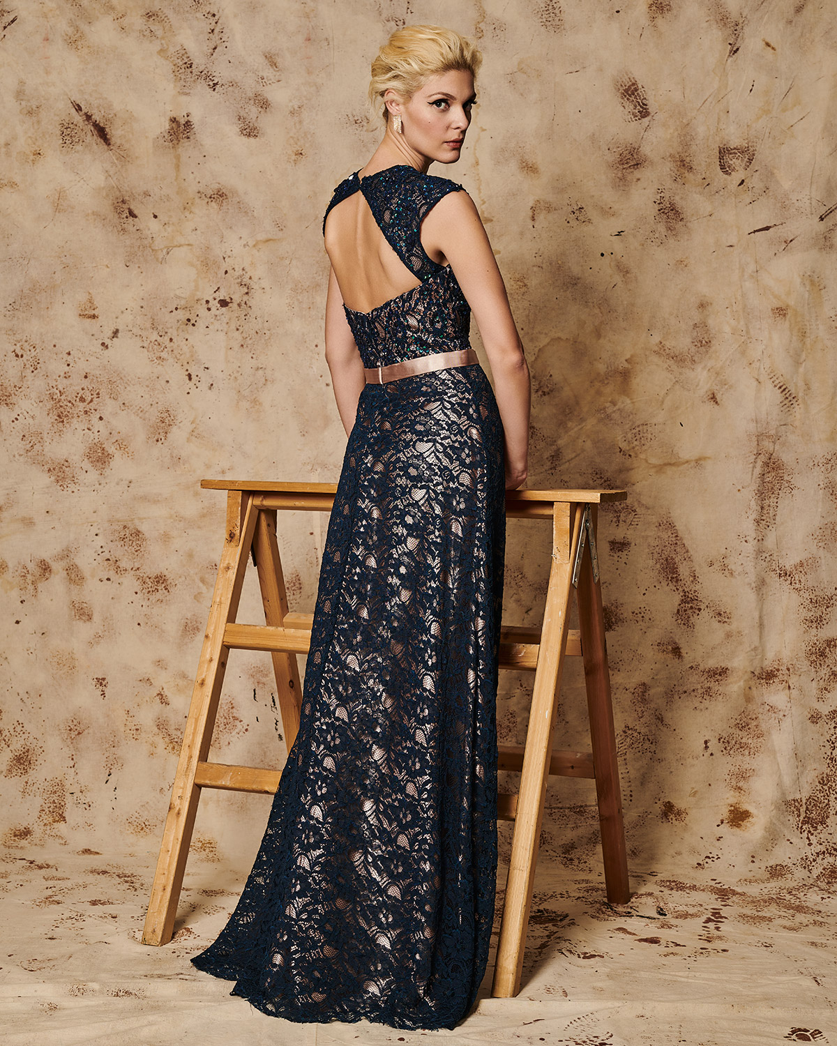 Classic Dresses / Long evening lace dress with opening in the back