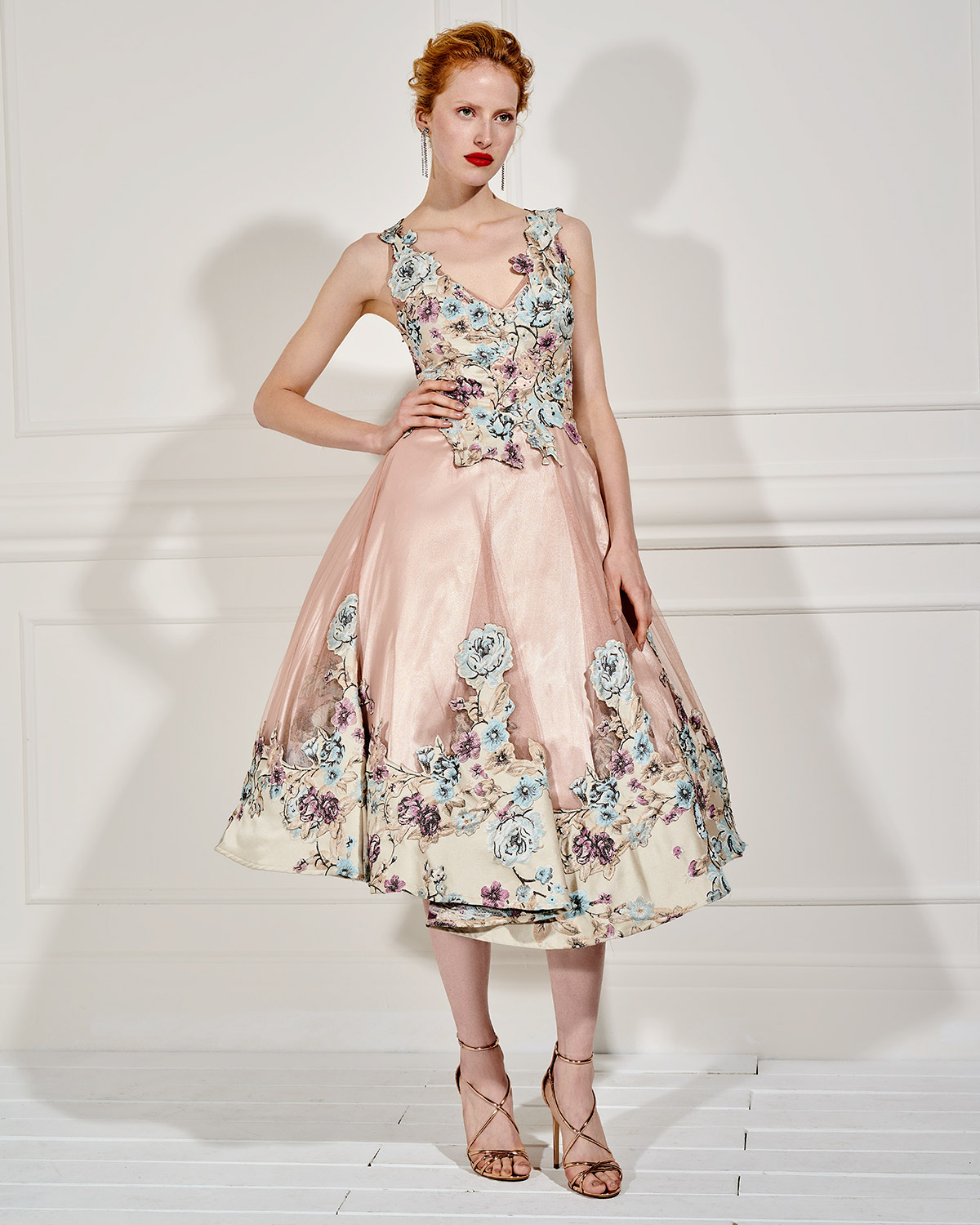 Evening Dresses / Long evening tulle dress with floral lace appliqués