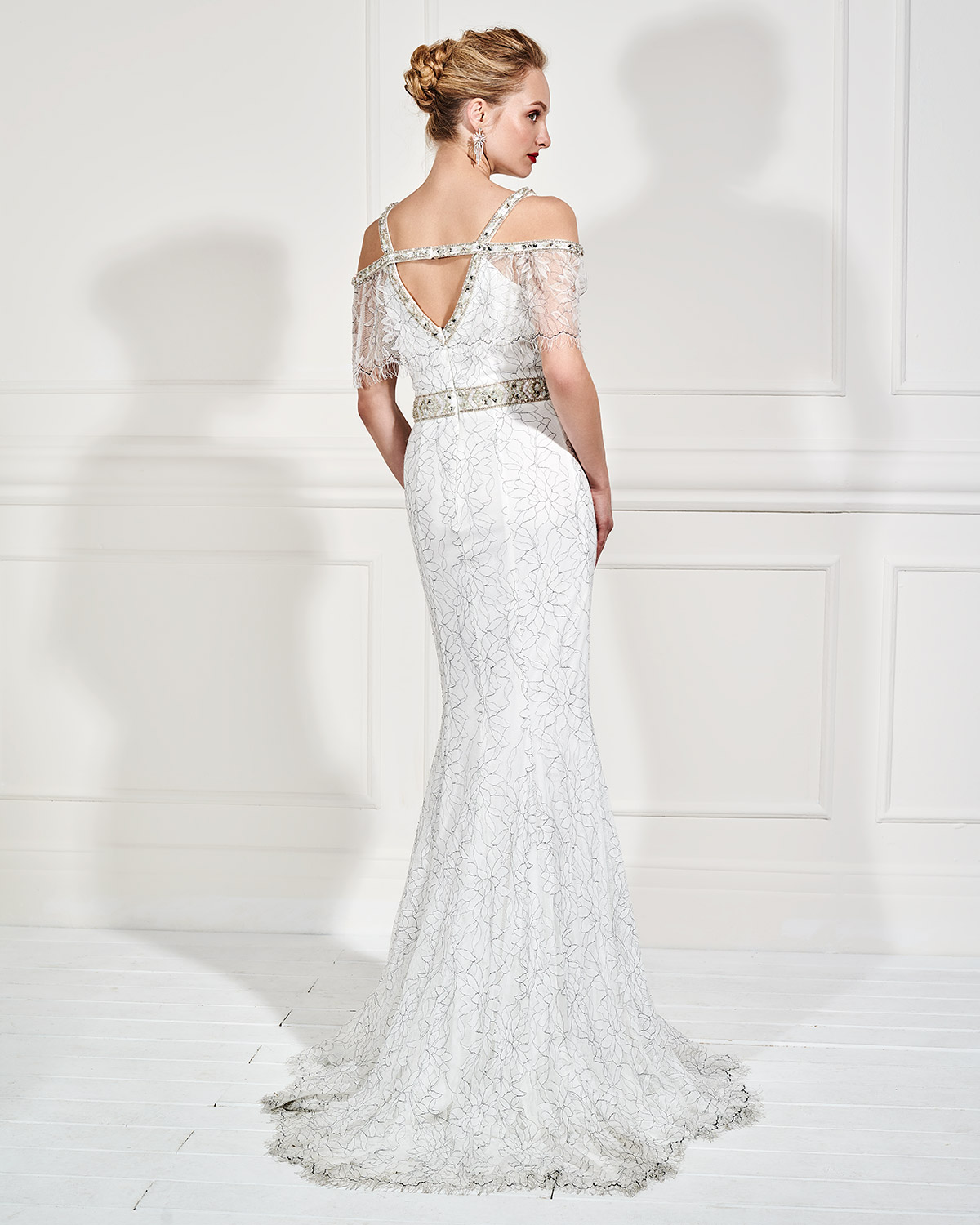 Evening Dresses / Long evening lace dress with beaded belt