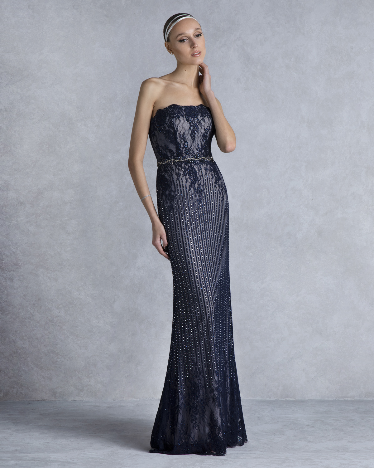 Evening Dresses / Long evening strapless dress with beading