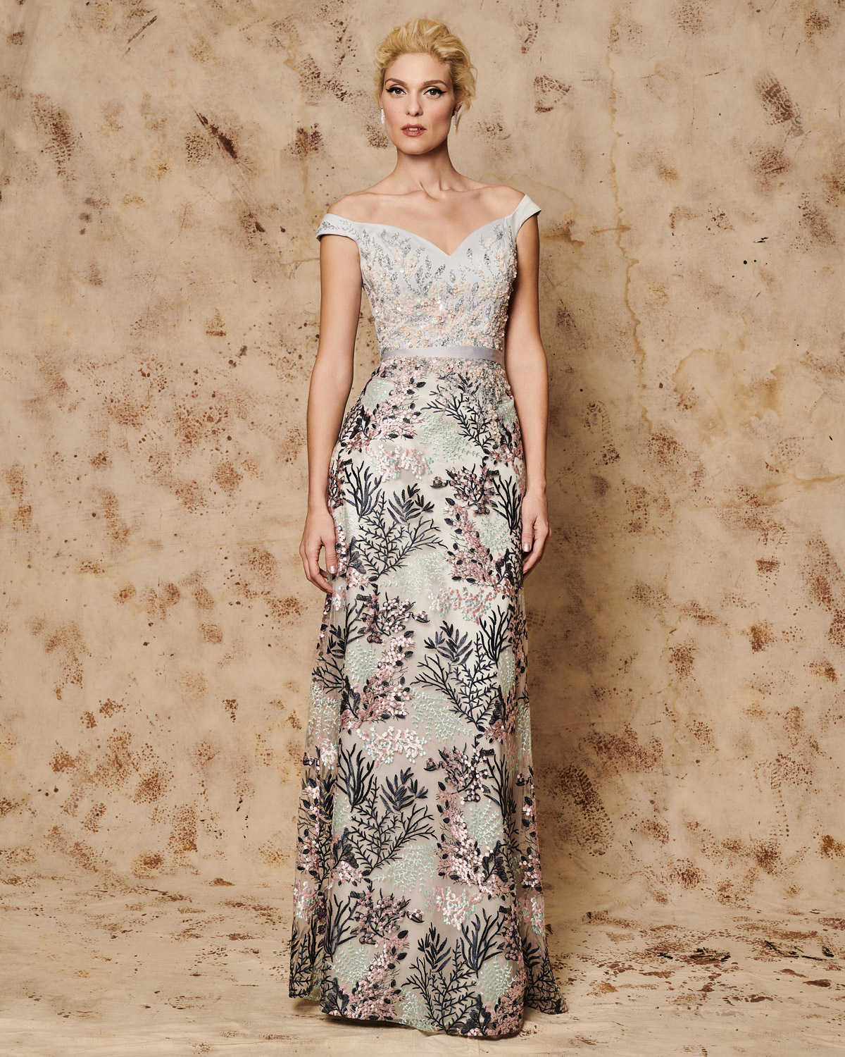 Classic Dresses / Long evening dress with beaded bust