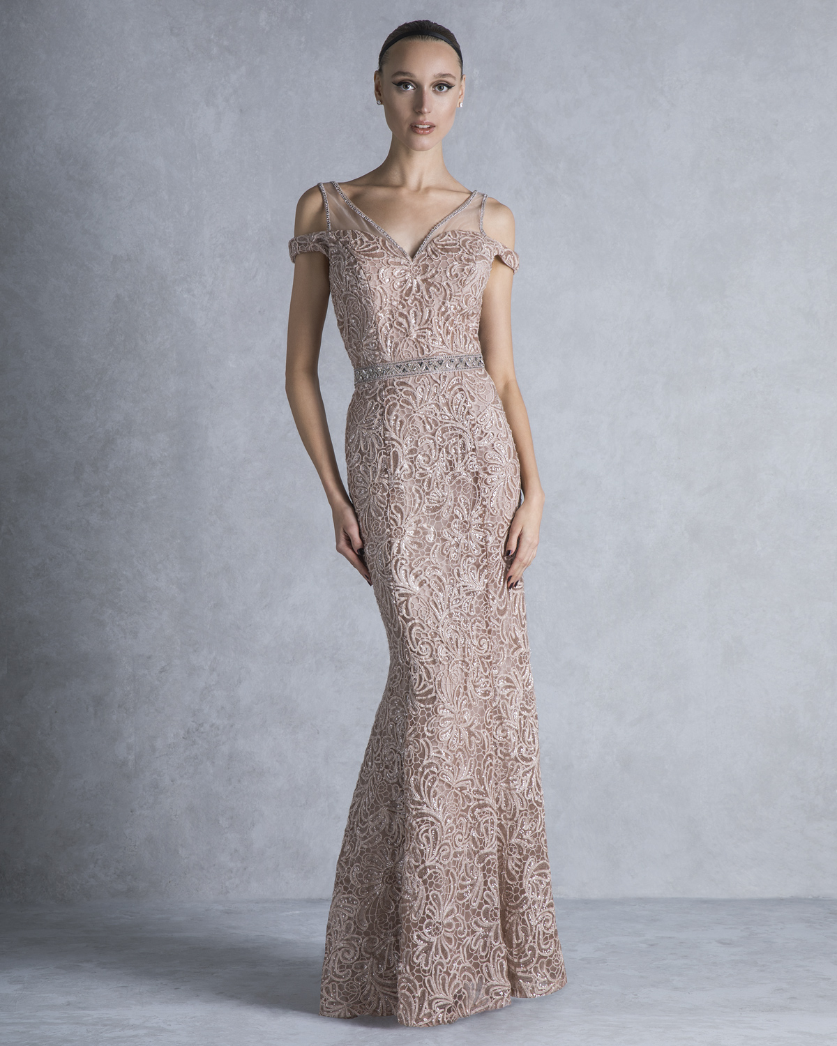 Evening Dresses / Long evening dress wiht lace and beading