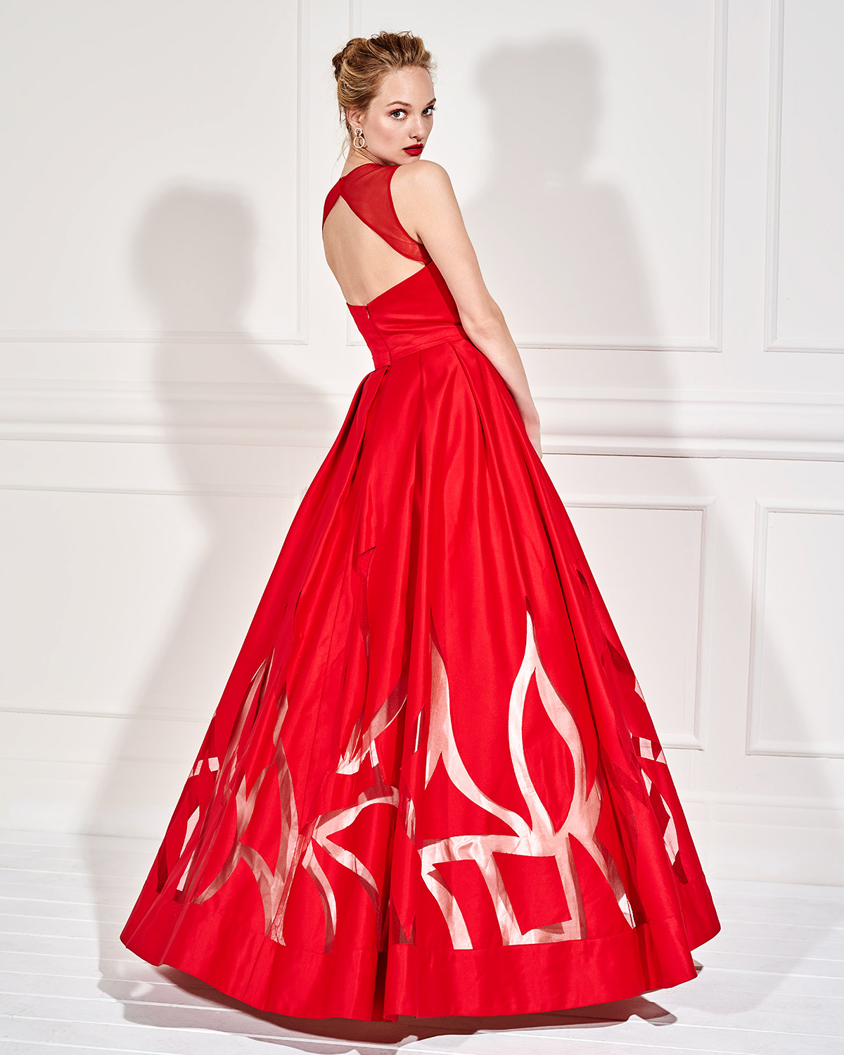 Evening Dresses / Long evening satin dress with opening in the back