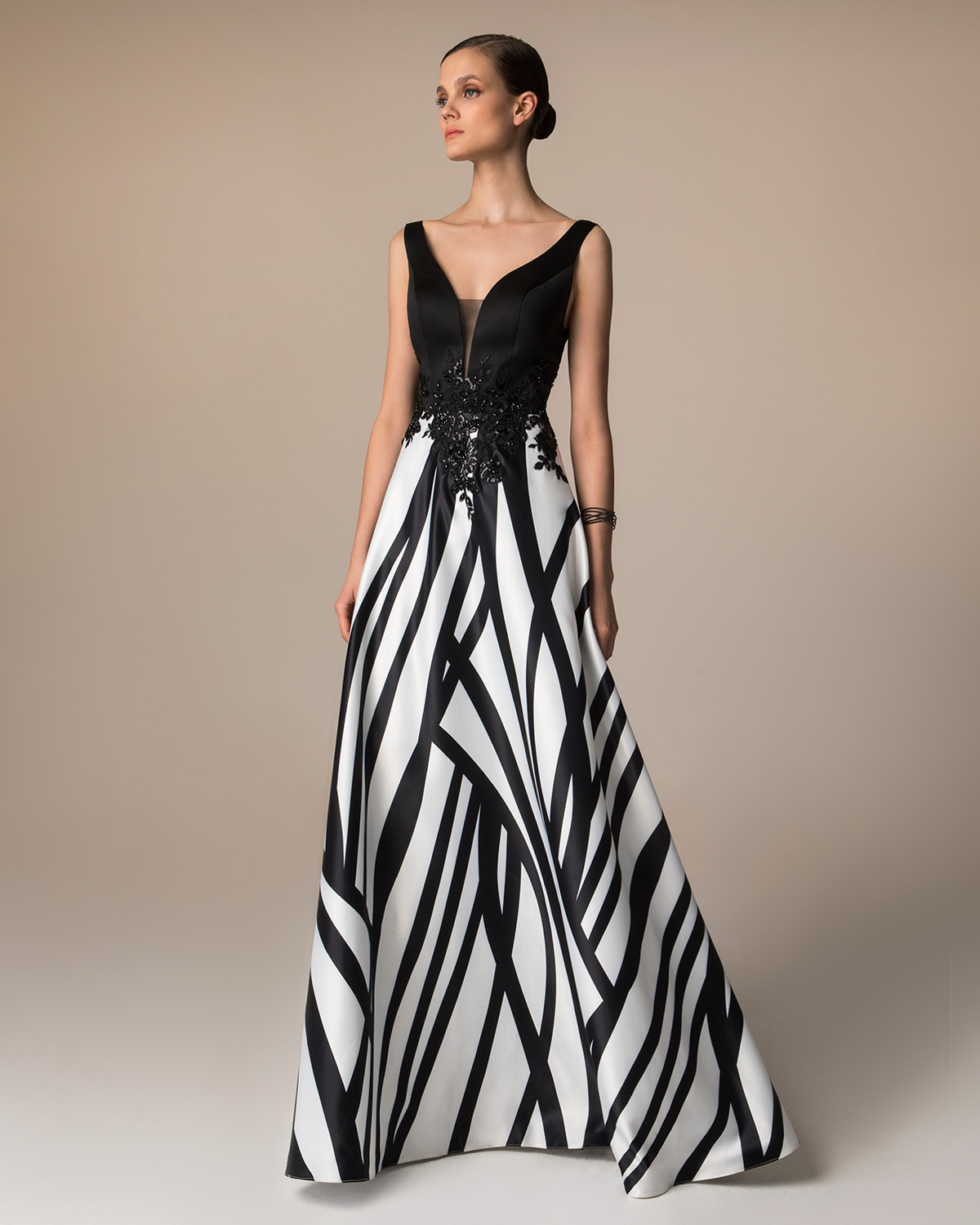 Evening Dresses / Long evening printed satin dress with applique lace on the waist