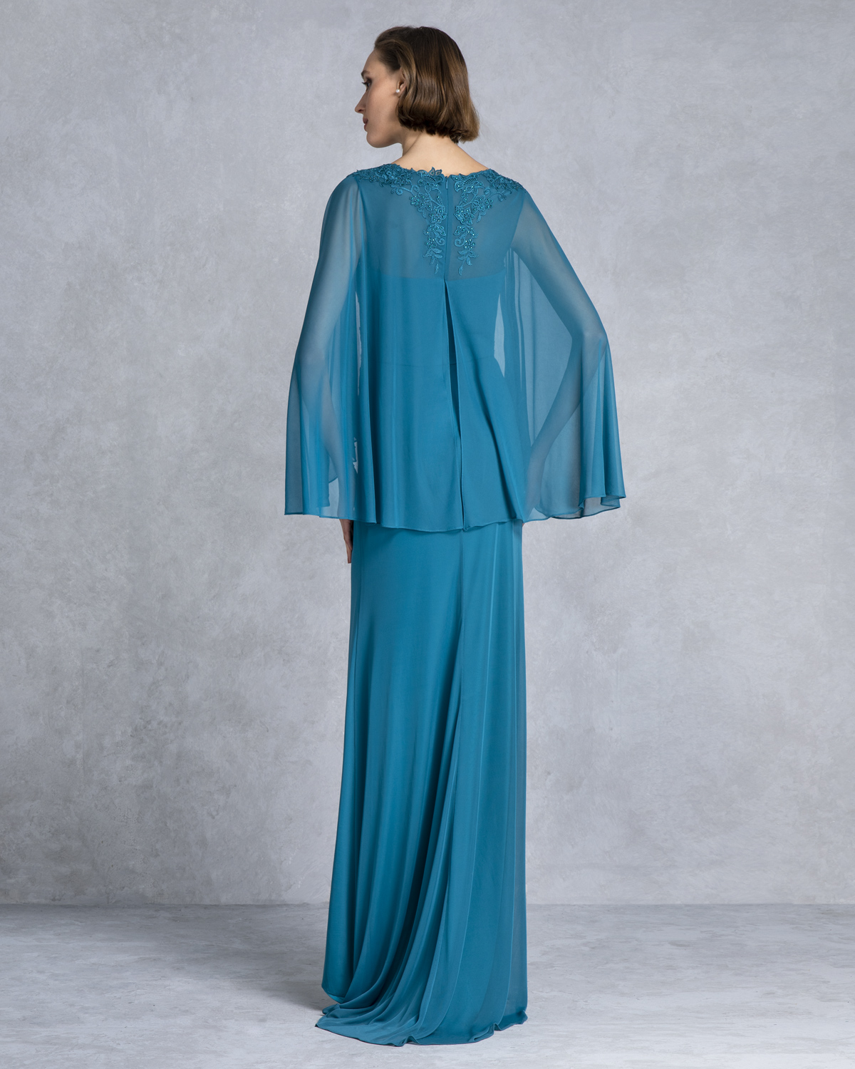 Classic Dresses / Long evening dress with lace top and chifon sleeves