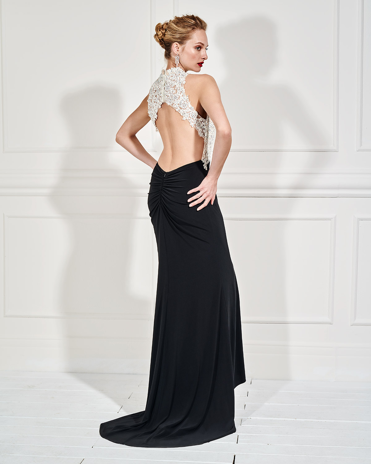 Evening Dresses / Long evening dress with beaded bust and opening in the back