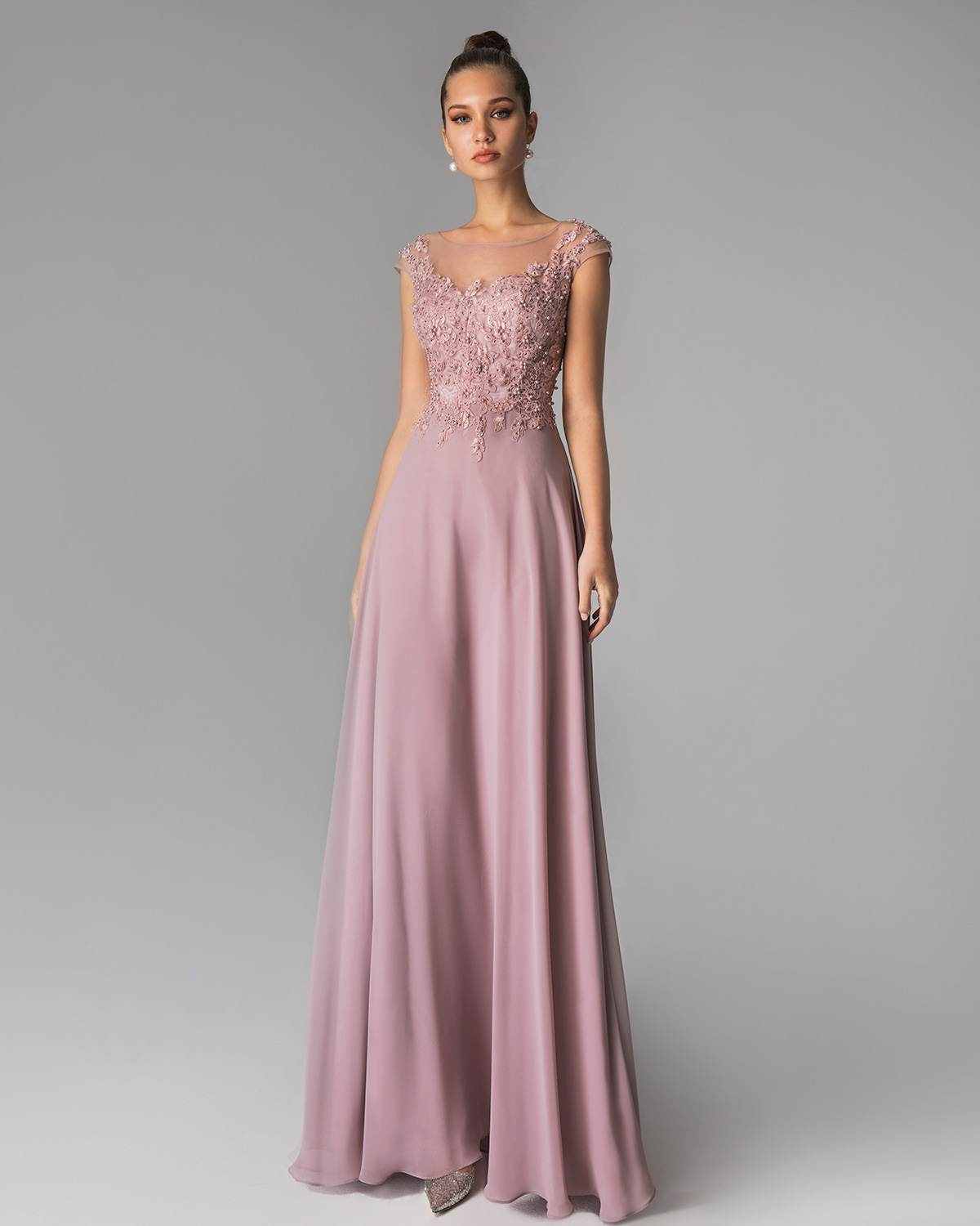 Classic Dresses / Long evening dress with lace top and chiffon skirt