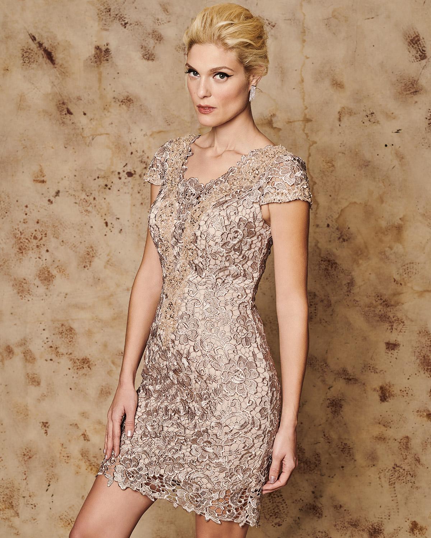 597094bfe09 Mikael - SYLVIA - Κλασικό κοντό φόρεμα από δαντέλα με κοντά μανίκια ...
