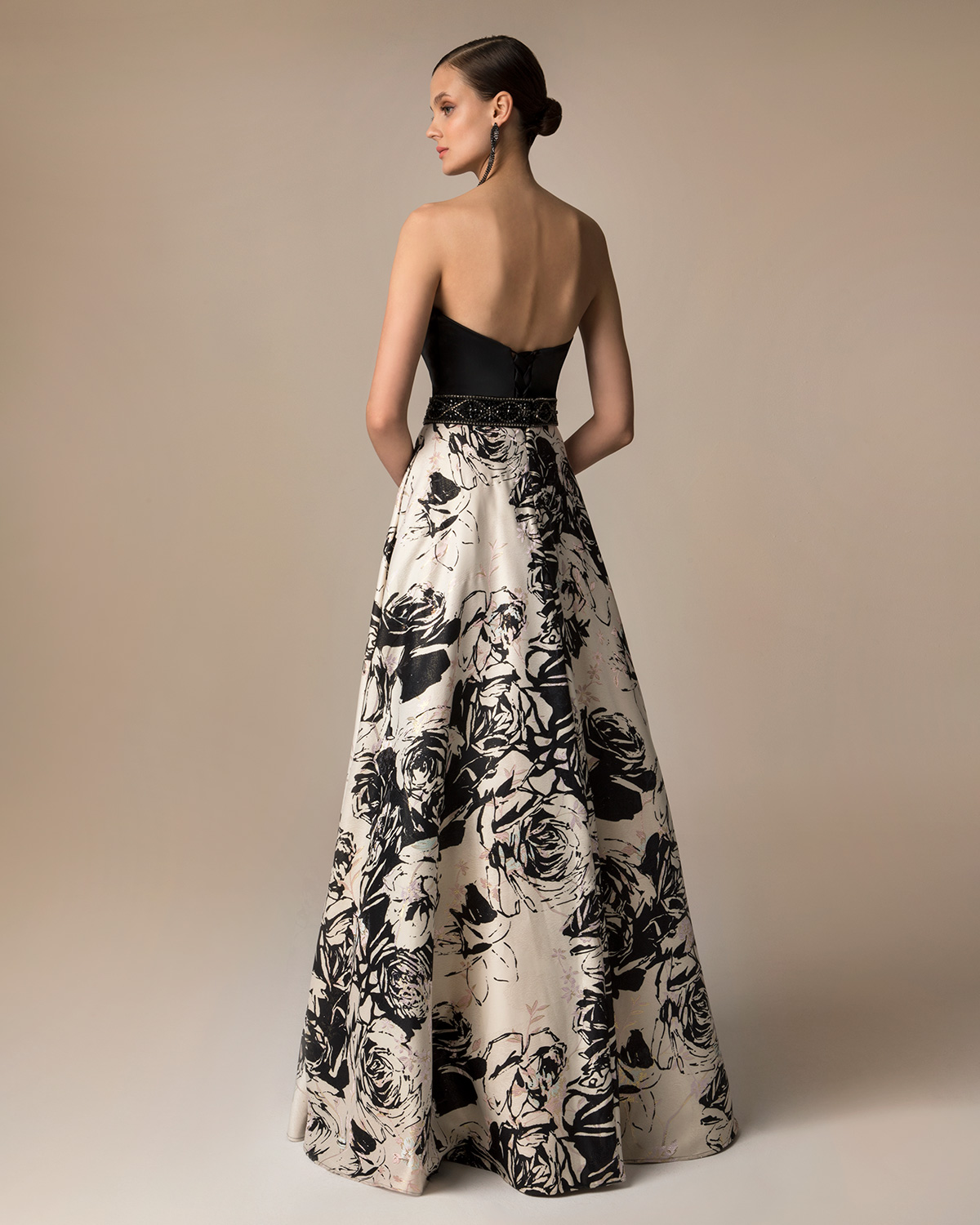 Evening Dresses / Long evening printed dress with beading around the waist