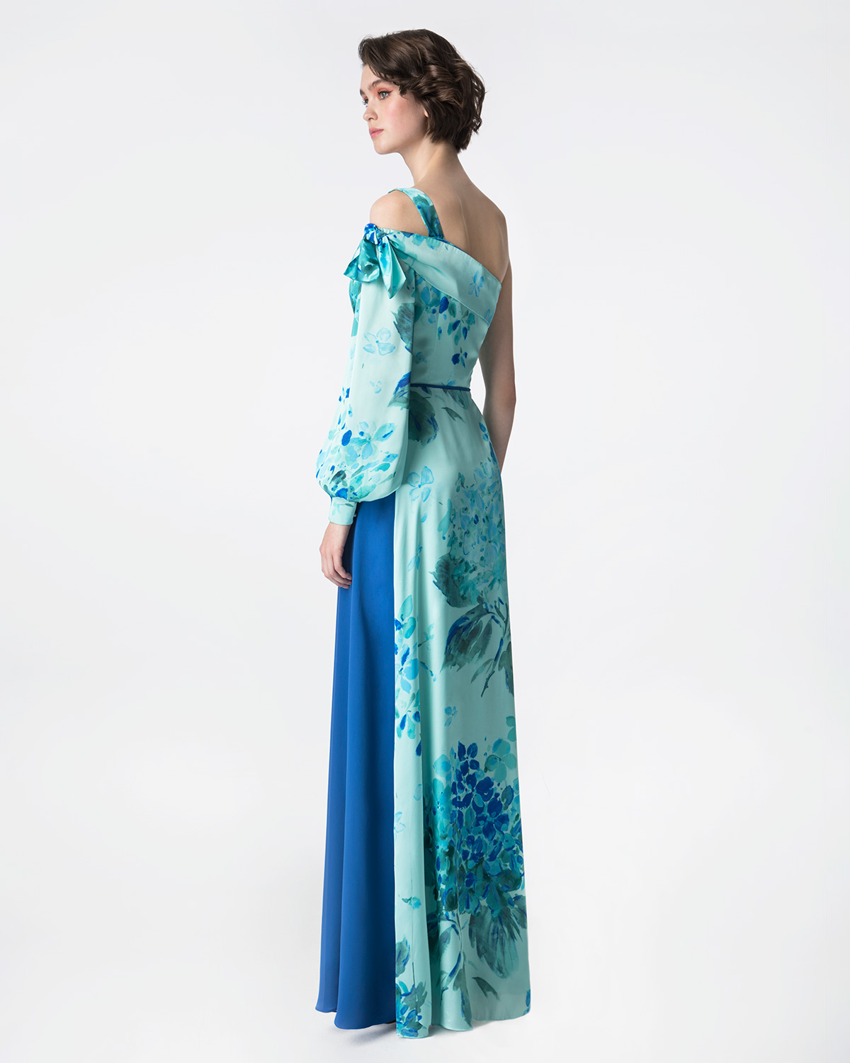Cocktail Dresses / Long printed satin dress with one long sleeve