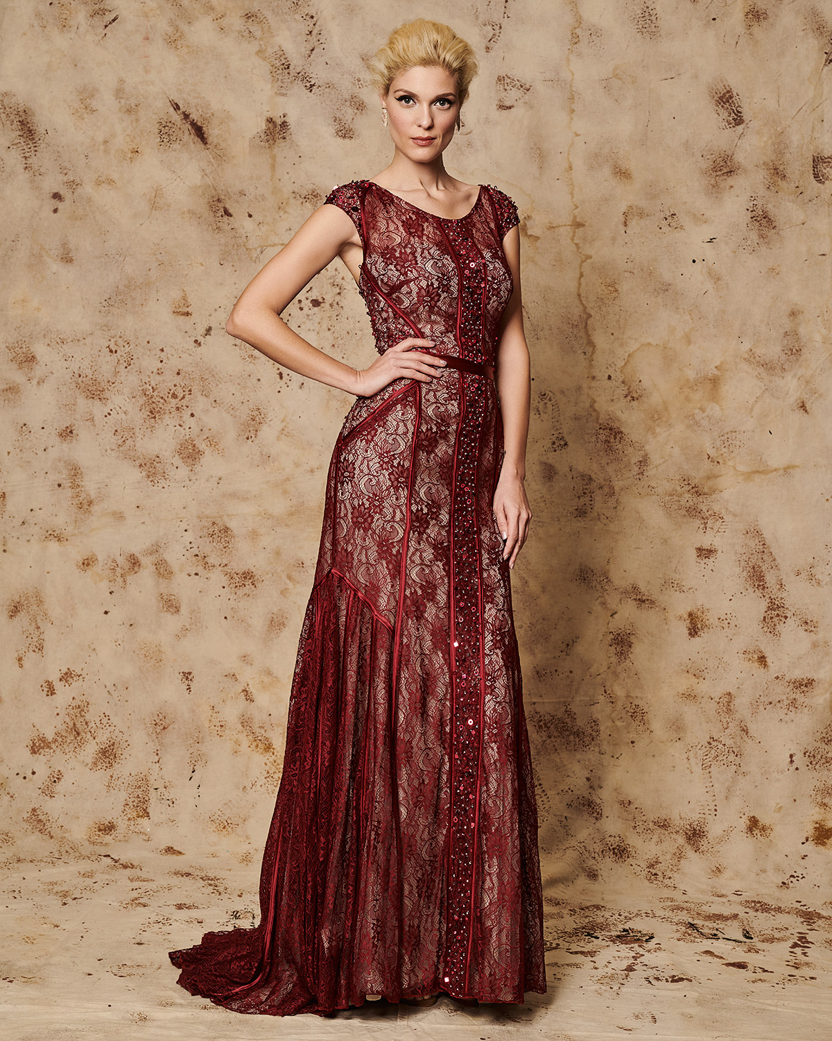 Classic Dresses / Long evening lace dress with beading