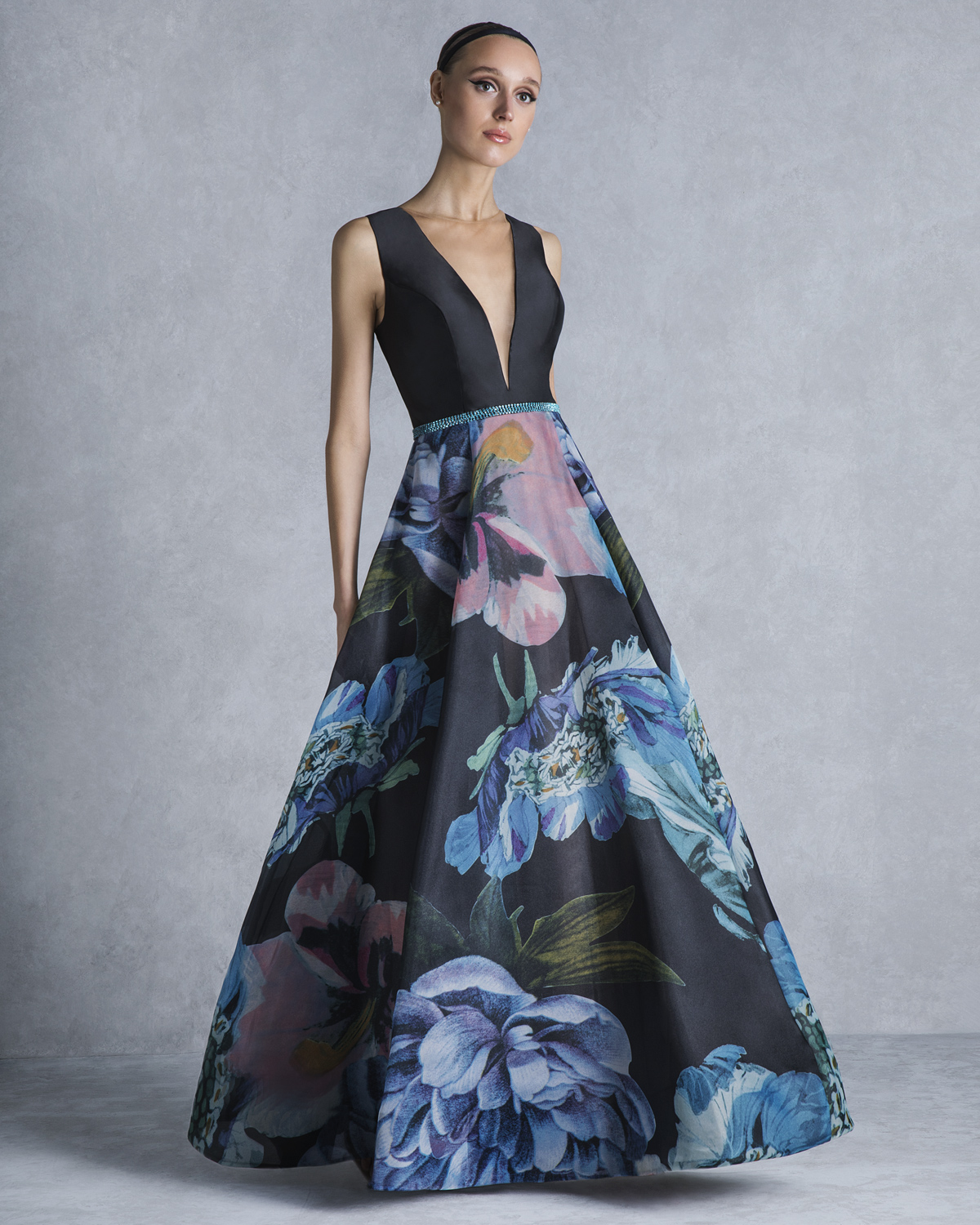 Evening Dresses / Long evening printed dress with beaded belt and solid color top